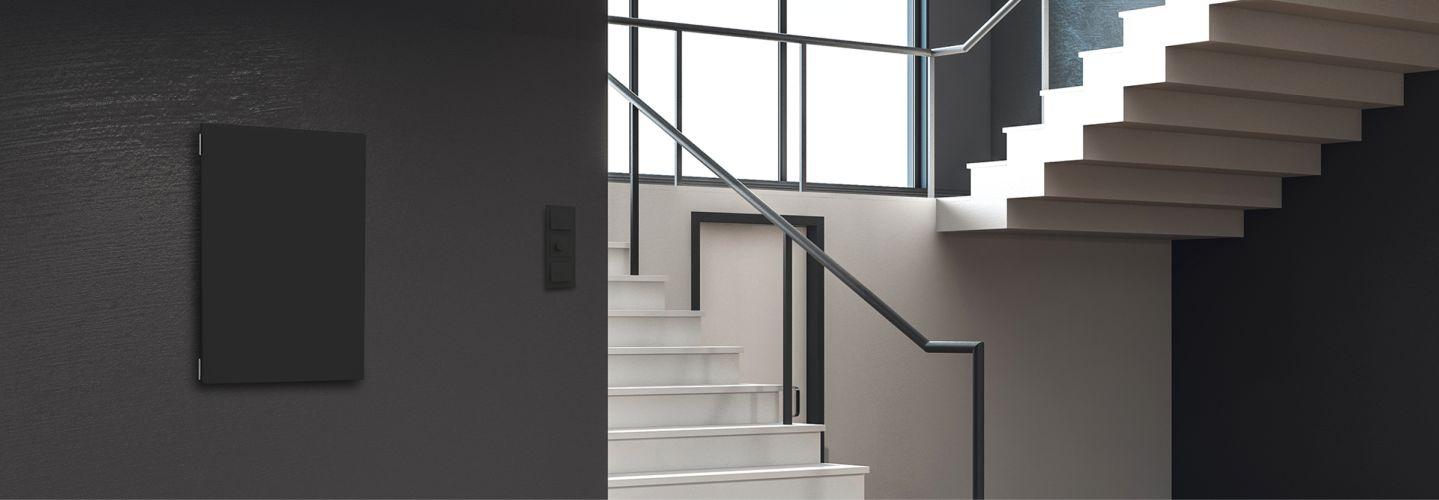 Elko sikringsskap finnes i fargene hvit, sort og aluminium.