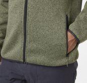 Varde Fleece jakke fra Helly Hansen. Grønn jakke til herre. Detaljbilde er av lommen og nedre del av jakken