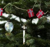 sydd flagglenke norske flagg på juletreet