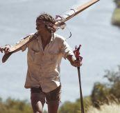 safari shirt flanel herre fra amundsen sports miljøbilde på mann ved havet