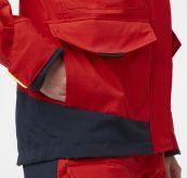 Salt Coastal Jacket fra Helly Hansen til dame i fargen Alert Red. Produktbildet viser detalj rundt lommer og håndledd