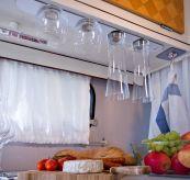 silwy glass med magnetisk bunn. miljøbilde - hengende i skap