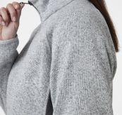 Varde Fleece jakke fra Helly Hansen. Grå jakke til dame. Bildet er av jakken på modell