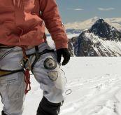 amundsen peak knickerbockers. Miljøbildet av mann på fjellet  om vinteren