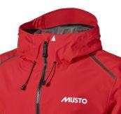LPX gtx Infinium Aero Jacket fra Musto i fargen true red til herre. Produktbildet viser jakken i detalj ved halsen med glidelås og innstramminger