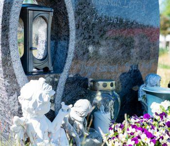 Blomster og planter til gravstedet til årets fire sesonger