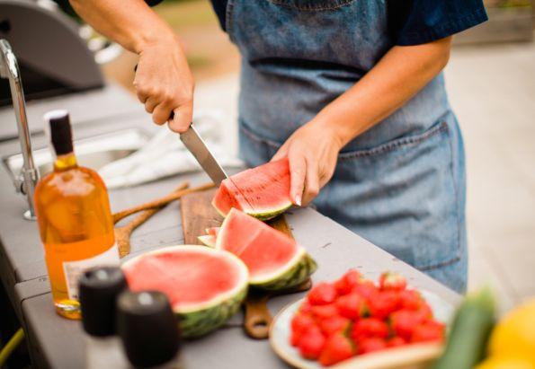Det serveres god mat til de eldre ved Vestre Nes Omsorgsbolig, som drives av Stendi.