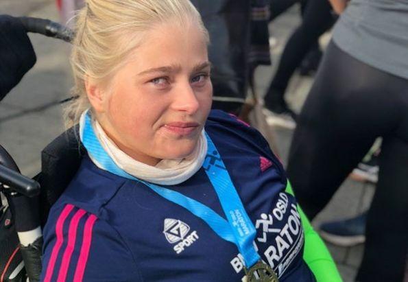 Tenåringsjente i rullestol har nettopp fullført Oslo Maraton med hjelp av sin bpa fra Stendi