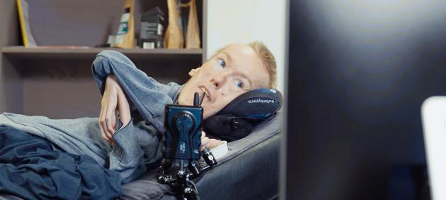 Mann i liggende rullestol, Torstein Lerhol, avdelingsleder for Stendi BPA