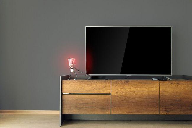 eldar foran tv