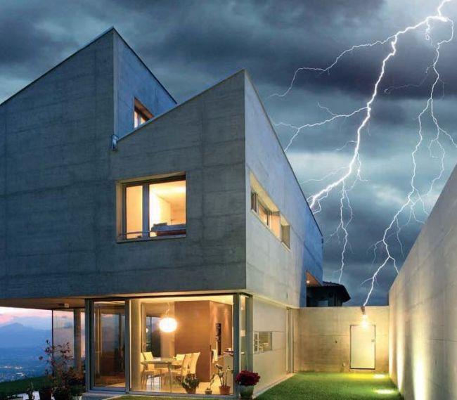 Hus i tordenvær
