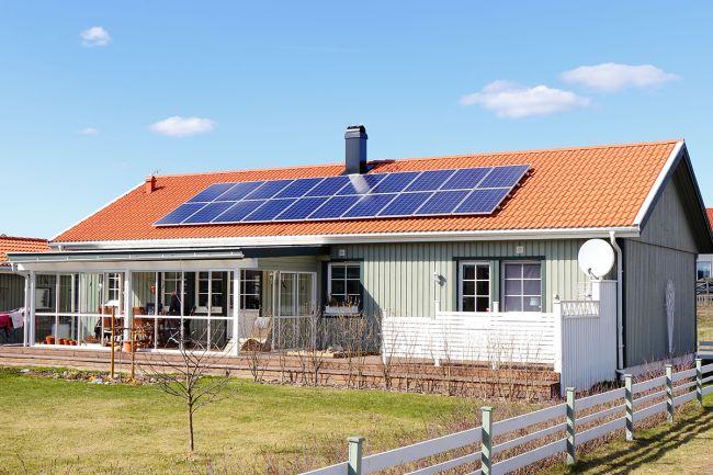 hus med solcelle på taket i norge