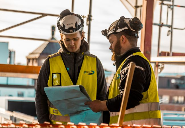 elektriker og lærling i Eltera på byggeplassen