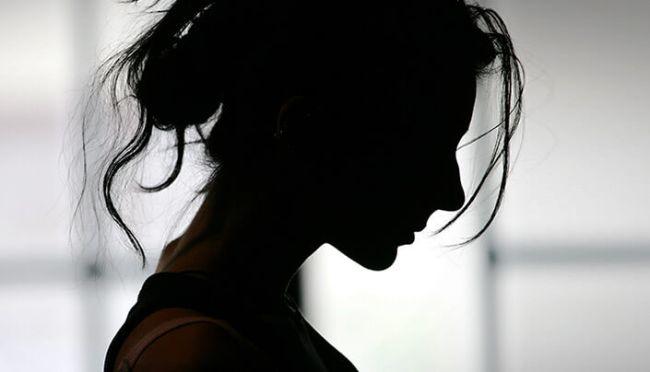 Jente i mørket