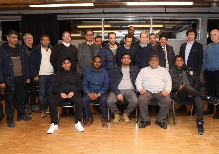 En gruppe menn er samlet i et møterom. Bildet er fra Bydelsfedres innspillsmøte i 2019.