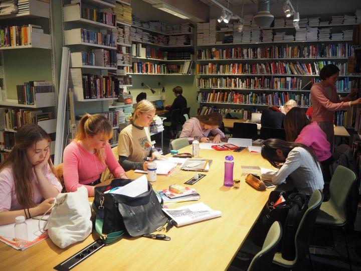 Biblioteket på Oslo by steinerskole