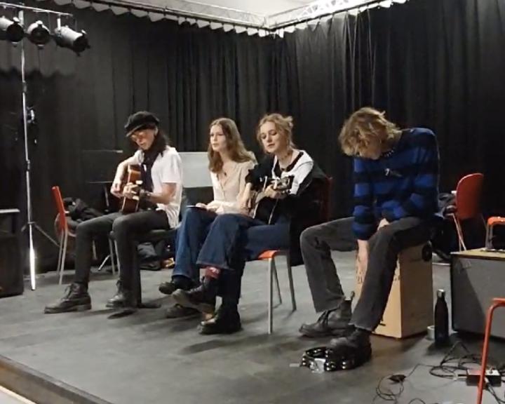 Eskil, Niord, Elias, Tale og Ada spiller konsert