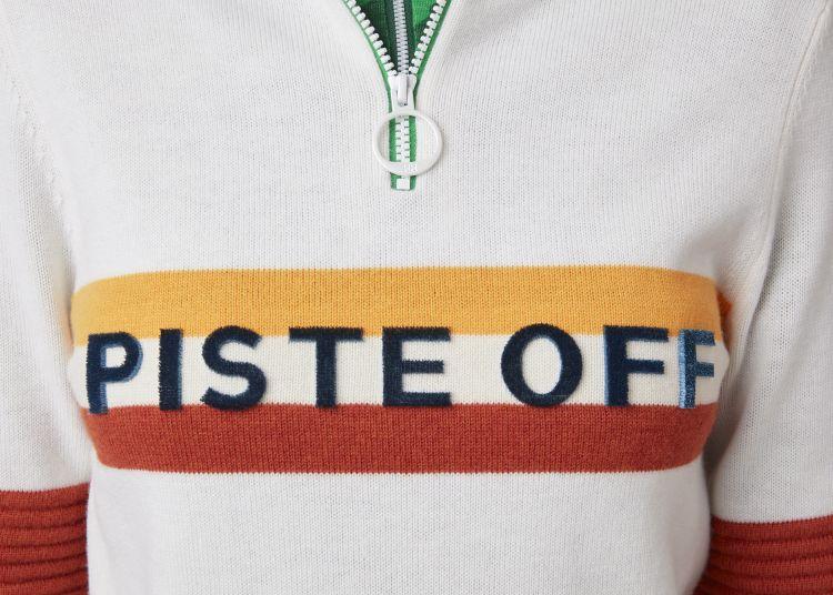 Tricolore knitted sweater fra Helly Hansen i fargen White. Rå strikket genser avbildet på damemodell