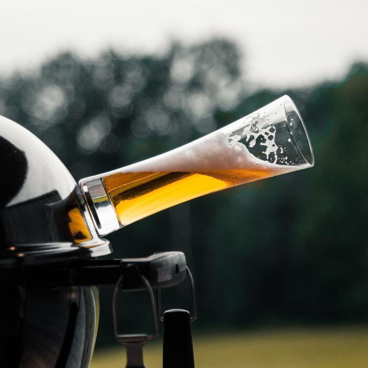 silwy magnetiske ølglass. Produktbilde av at glass tilter på grillen