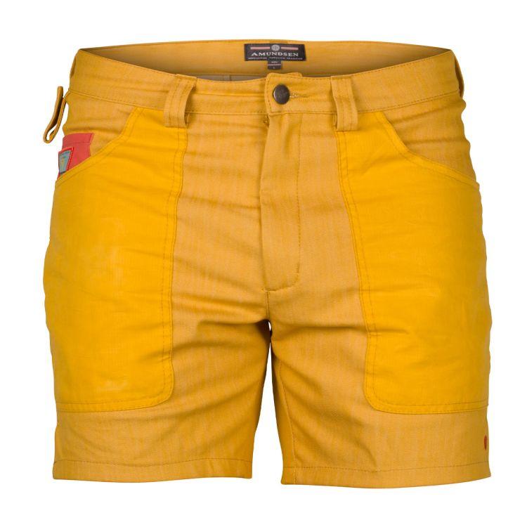 6 incher denim shorts fra amundsen sports til herre i fagren old yellow. produktbildet viser shortsen sett forfra