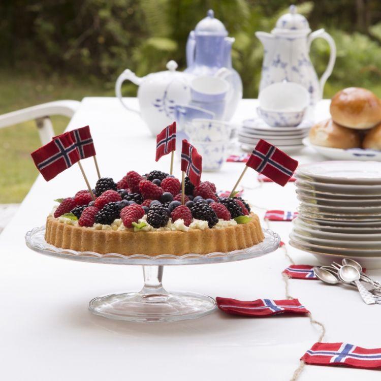 langkilde & Søn norske flagg på kake og flagglenke på bord