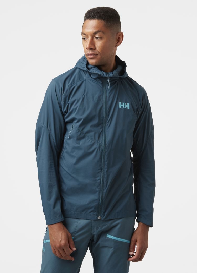 Rapide WIndbreaker Jacket fra Helly Hansen til herre i fargen midnight blue. Jakken vises sett forfra på mannlig modell