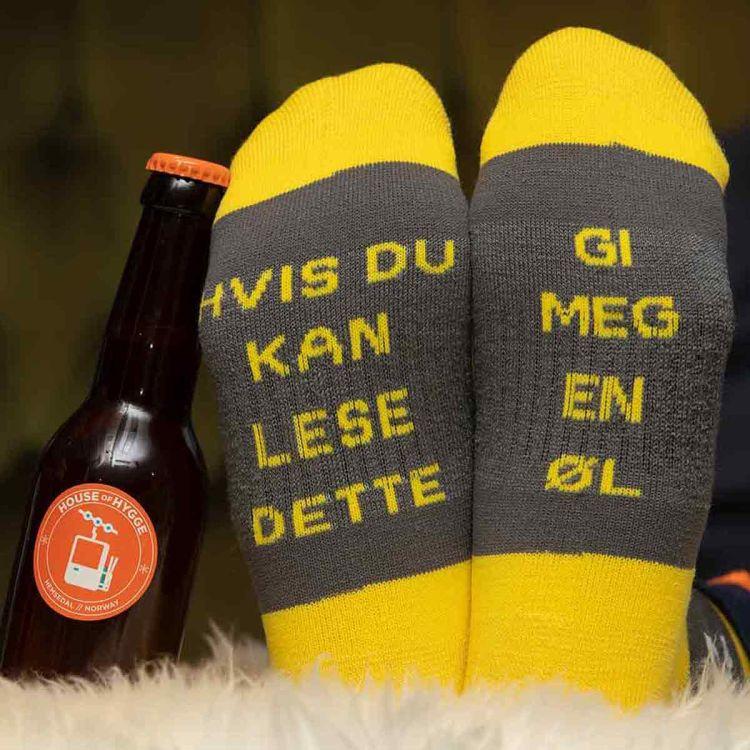 Ullsokk fra House of Hygge med teksten Hvis du kan lese dette - gi meg en øl