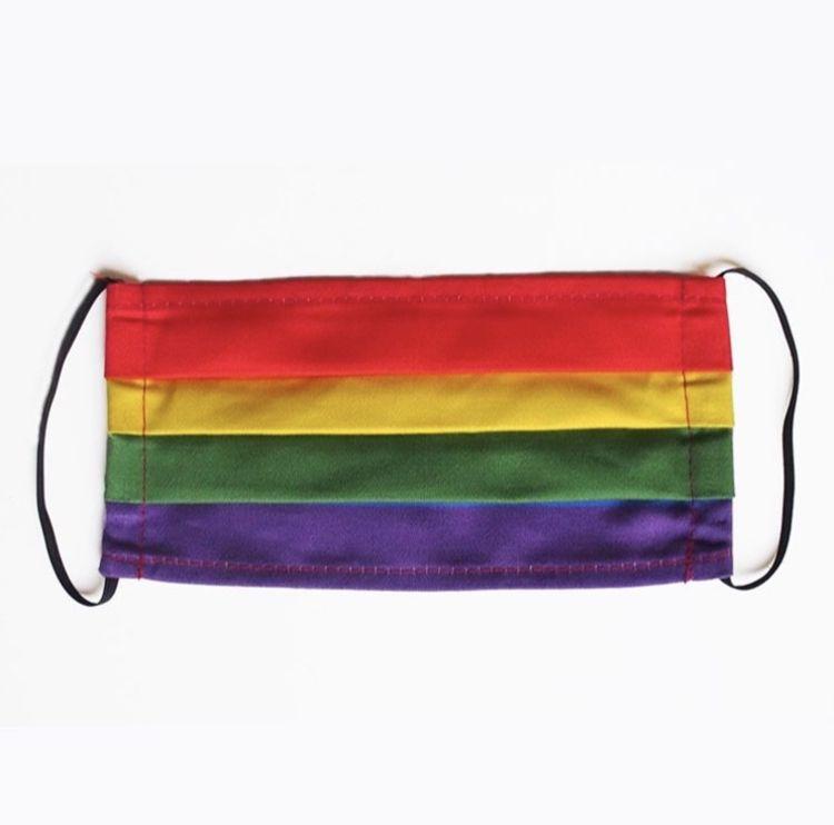 Anisiktsmaske i regnbueflaggets farger