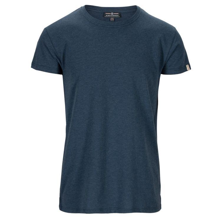 Summer Wool Tee Garment Dyed tskjorte fra Amundsen Sports til herre i fargen faded navy. Produktbildet viser tskjorten sett forfra