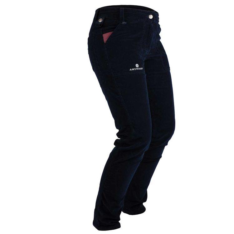 Fjordcord Slacks til dame fra Amundsen Sports i fargen faded navy. Produktbildet viser buksen sett skrått forfra