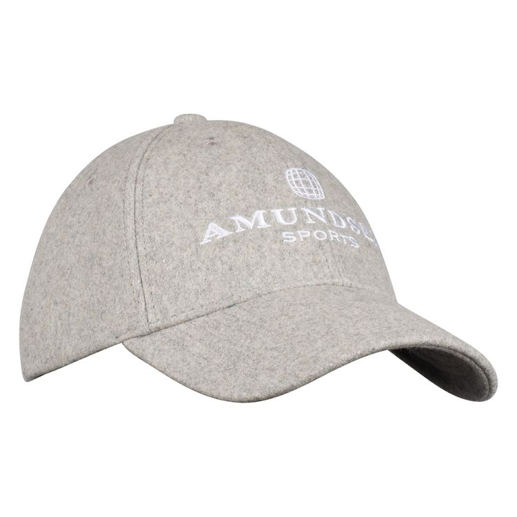 Wool caps fra Amundsen Sports i fargen light grey. Capsen er sett forfra