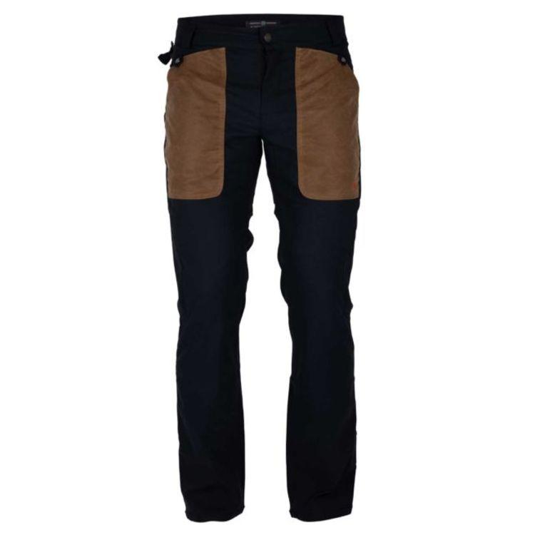 Field slacks fra amundsen sports til herre i fargen faded navy/tan. produktbildet viser buksen sett forfra