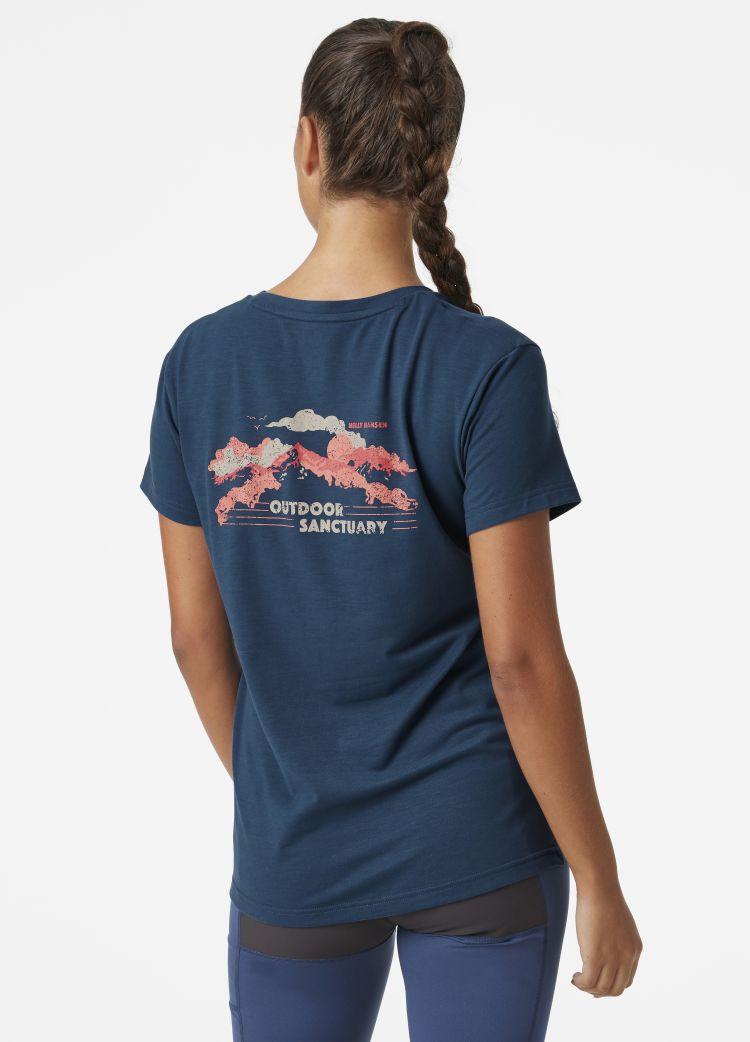 SKOG Recycled  Graphic Tshirt fra Helly Hansen til dame i blåfarge. Tskjorten vises på damemodell, med fokus på ryggrafikk