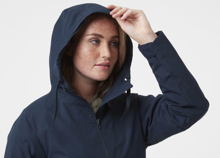 Mono Material Raincoat fra Helly Hansen til dame i fargen navy