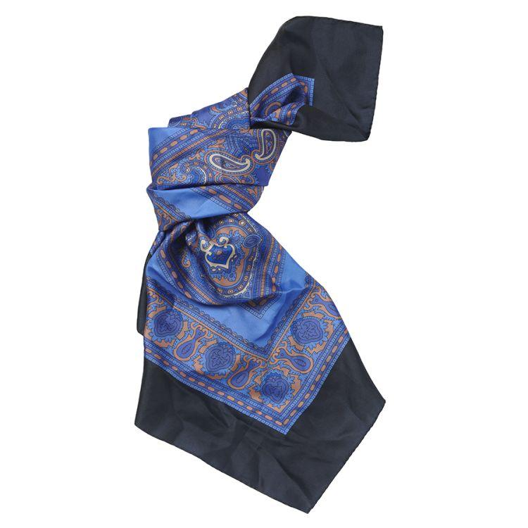 Banbury scarf fra Laksen i silke. Produktbilde sett forfra