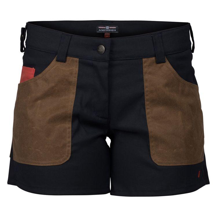 5 incher field shorts fra amundsen sports til dame i fargen Faded Navy/Tan. produktbildet viser shortsen sett forfra