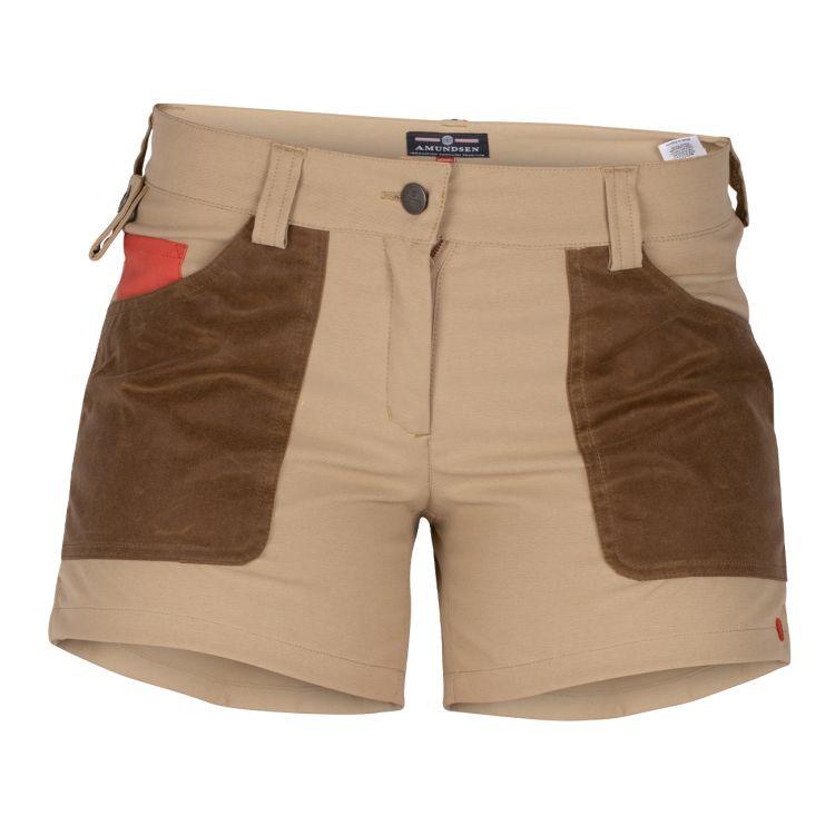 5 incher field shorts fra amundsen sports til dame i fargen Desert/Tan. produktbildet viser shortsen sett forfra
