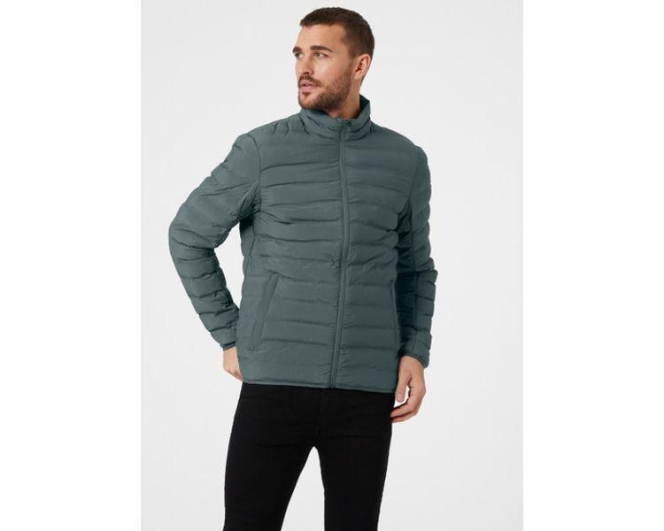 Mono Material Insulator jakke fra Helly Hansen til herre, i fargen Storm. Jakken vises på herremodell i studio