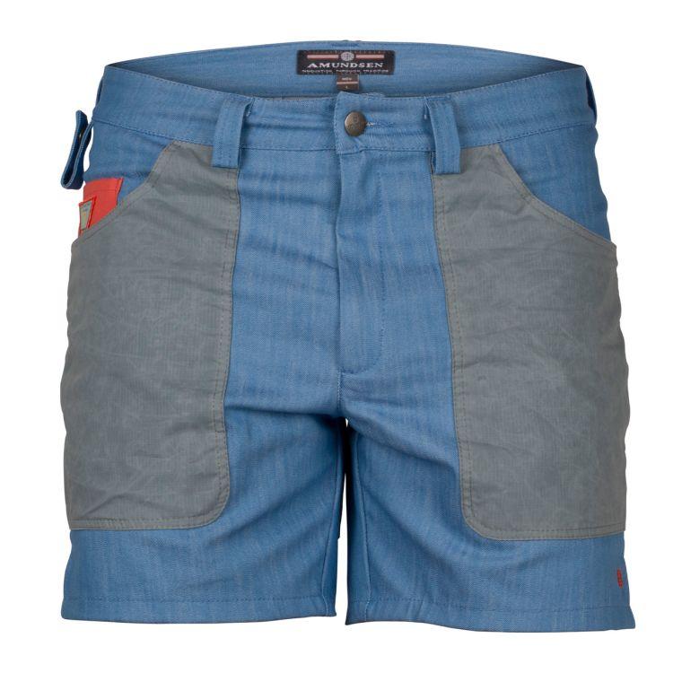 6 incher denim shorts fra amundsen sports til herre i fagren azure blue. produktbildet viser shortsen sett forfra