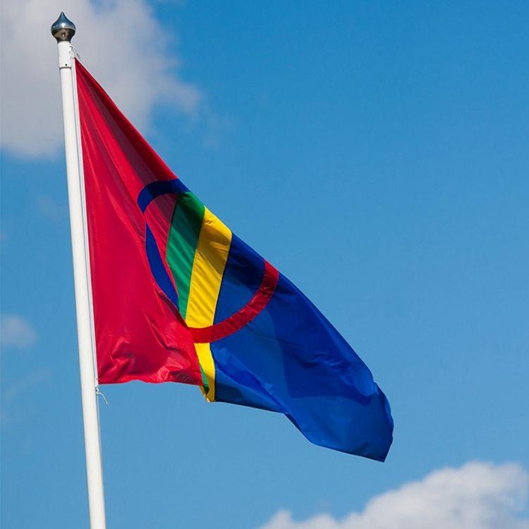 samisk flagg i flaggstang
