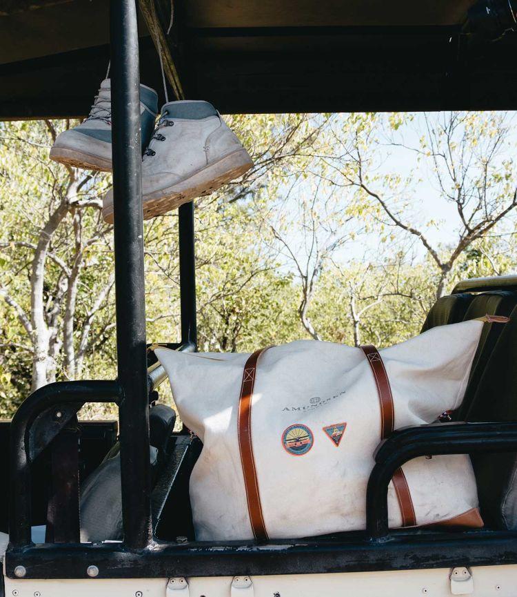 kalahari weekend tote bag beige amundsen sports miljøbilde i bil