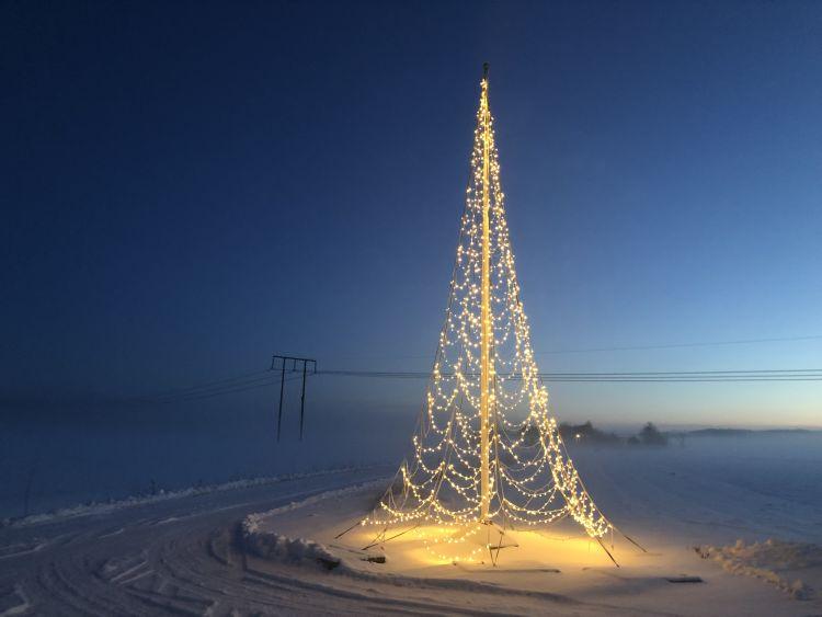 Fairybell lyslenke til flaggstang 8 m. Flott juletrebelysning i hage