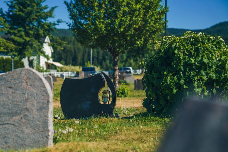Ny gravstein på gravstedet