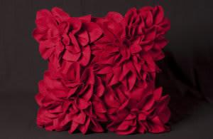 Nourison Mina Victory Pillows Felt R1022 Red