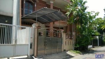 Sewa rumah Citraland Surabaya luas 393 kamar tidur 4 keamanan 24 jam ->