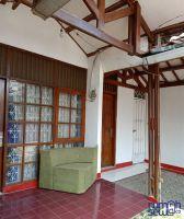Disewakan Rumah di Kota Karawang Strategis -> teras rumah
