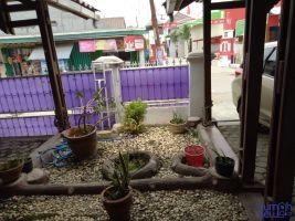 Disewakan Rumah di Kota Karawang Strategis -> taman depan rumah