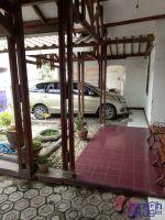 Disewakan Rumah di Kota Karawang Strategis -> garasi samping rumah