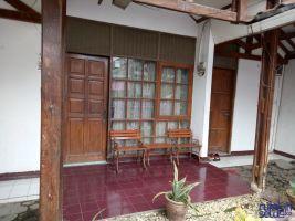 Disewakan Rumah di Kota Karawang Strategis -> teras