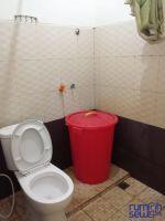 RUMAH STRATEGIS 2 KAMAR TIDUR DI BEKASI -> KM dengan toilet duduk yang sudah diganti baru